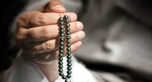 Dzikir dan Doa Berjamaah dengan Suara Keras Usai Sholat