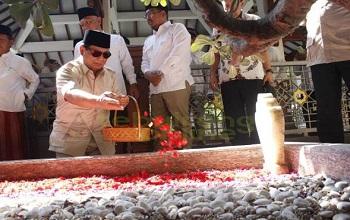 Prabowo Ziarah Kubur, Mengenang Gus Dur