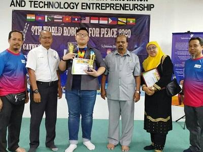 Harumkan Indonesia, Siswa SMP Asal Cianjur Ini Raih Juara 1 Lomba Robot