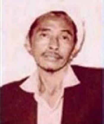 Riwayat Hidup KH Cholil Nawawi