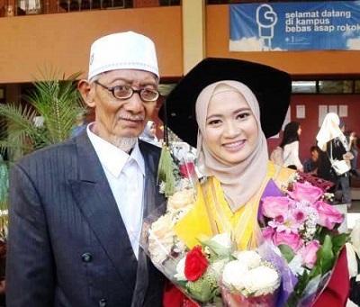 Berkat Upaya Ini, Seorang Anak Imam Mushala Bisa Lulus Kedokteran