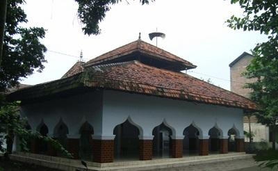 Wisata Ziarah dan Bertawassul di Makam KH M. Abdul Aziz Manshur Jombang