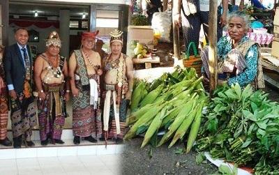 Ibu Ini Tetap Berjualan Sayur di Pasar Meski Anaknya Jadi Bupati