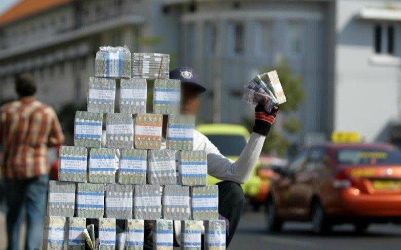 Hukum Menukar Uang dengan Uang Receh di Momen Lebaran