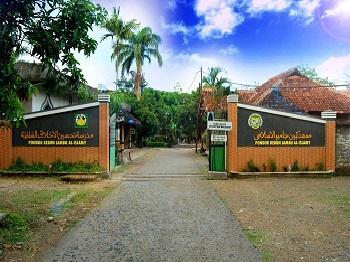 Pesantren Kebon Jambu Al Islamy Cirebon