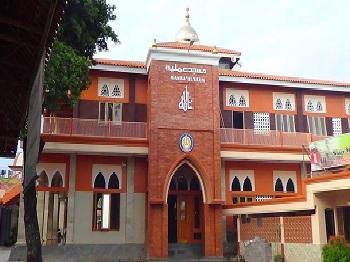 Pesantren Manba'ul 'Ulum Cirebon