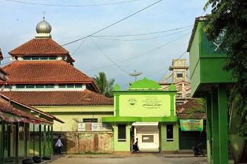 Pesantren Mamba'ul Huda Salaman Magelang