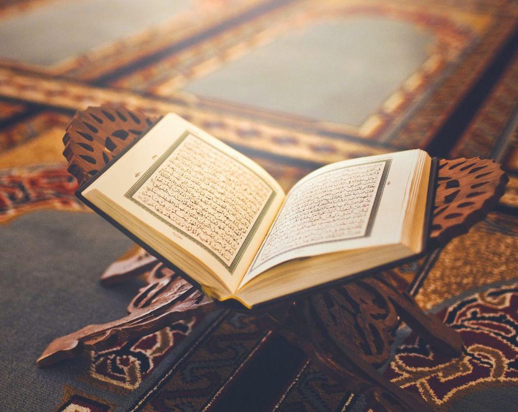 al-Qur'an Bukan Kitab Sastra