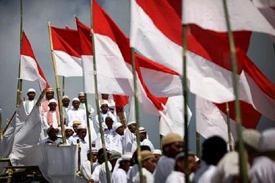 Menolak NKRI Bersyariah, Bukan Berarti Anti Syariat Islam