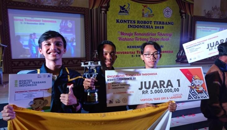 UGM Juara Umum Kontes Robot Terbang Nasional di Lampung